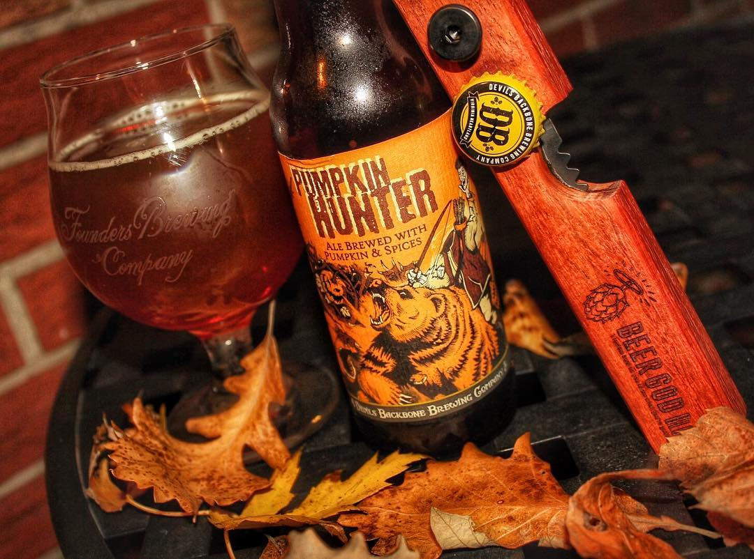 Finally got a nice picture with my DSLR at night without a tripod. Enjoying this @devilsbackbonebrewingcompany Pumpkin Hunter 🎃