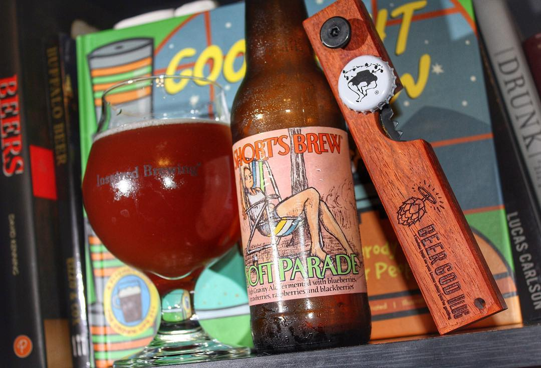 Trying out my first beer from @shortsbrewing tonight: Soft Parade. I'm getting some berry in this but not overwhelming. It has some nice flavor but is also a little light. Still enjoyable though. Full review coming soon to beergodblog.com